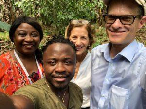 Priscila, Lindo (el encargado de la finca), señora Renata y el señor Ralph Timmermann (embajador alemán en Guinea Ecuatorial).
